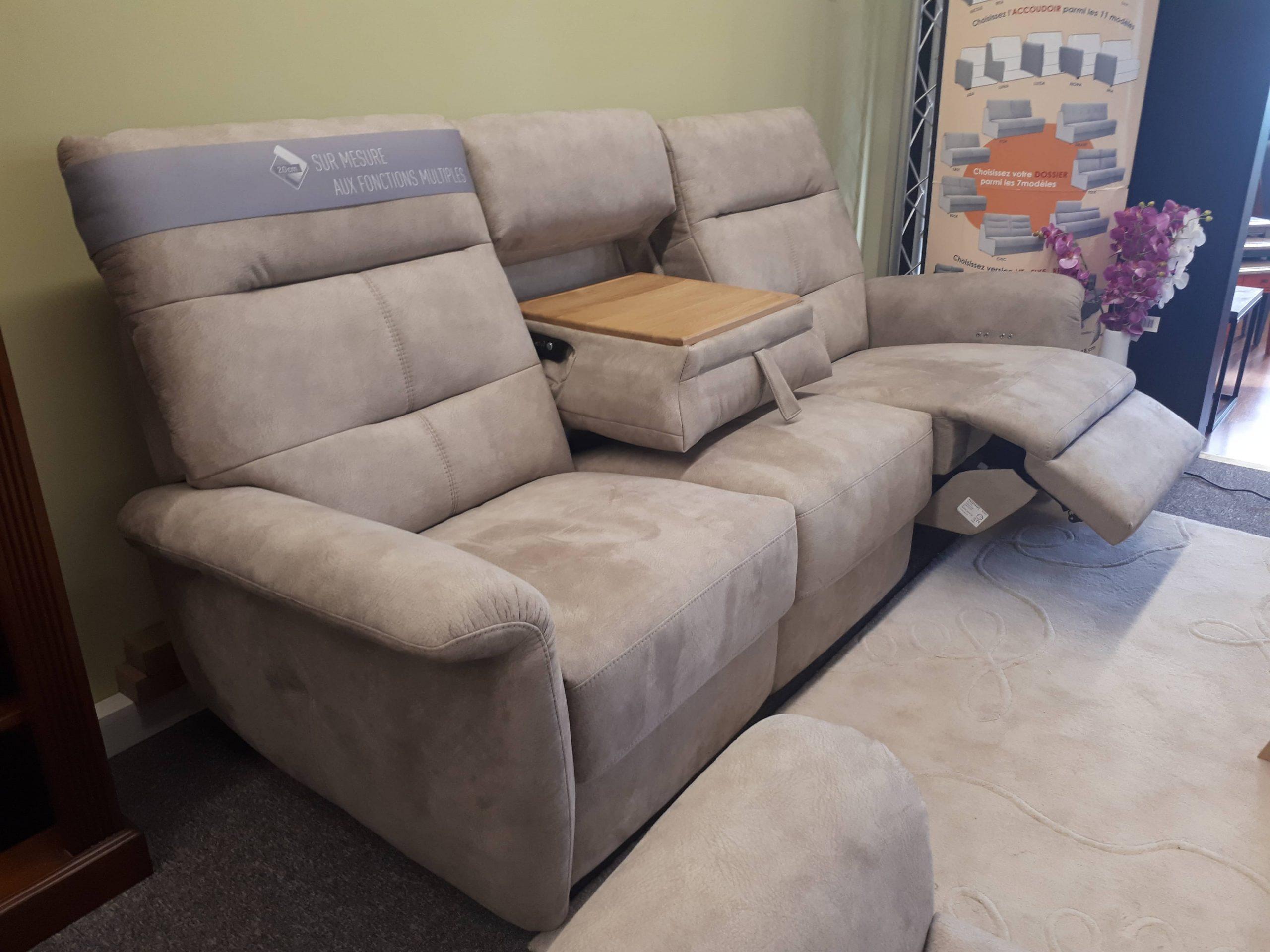 Canapé 3 places relaxation électriques, tétières motoriséees, tablette centrale
