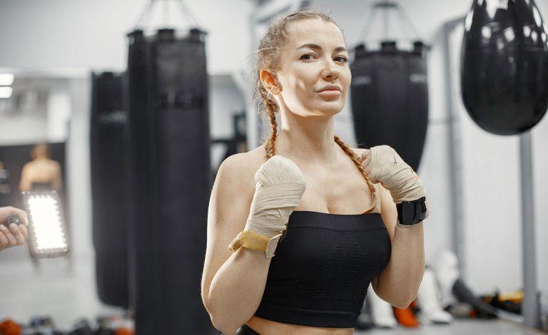 woman-boxing-beginner-in-gym-lady-in-black-sportwear